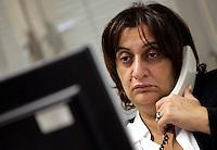 """La giornalista de """"Il Mattino"""" Rosaria Capacchione al lavoro in redazione a Caserta, 14 novembre 2008..UPDATE IMAGES PRESS/Riccardo De Luca"""