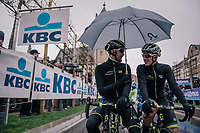 Luke Durbridge (AUS/Michelton-Scott) &amp; Alexander Edmondson (AUS/Michelton-Scott) sharing an umbrella at the start<br /> <br /> 73rd Dwars Door Vlaanderen 2018 (1.UWT)<br /> Roeselare - Waregem (BEL): 180km