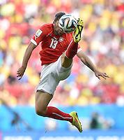 FUSSBALL WM 2014  VORRUNDE    Gruppe D     Schweiz - Ecuador                      15.06.2014 Ricardo Rodriguez (Schweiz) am Ball