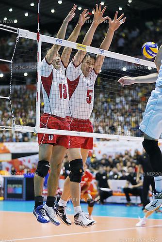 (L-R) Hideomi Fukatsu, Yoshifumi Suzuki (JPN), SEPTEMBER 21, 2015 - Volleyball : FIVB Men's World Cup 2015 A-site 3rd Round between Japan 0-3 Argentina 1st Yoyogi Gymnasium in Tokyo, Japan. (Photo by Yusuke Nakanishi/AFLO SPORT)