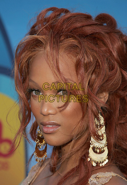 TYRA BANKS.The 2004 Teen Choice Awards held at The Universal Ampitheatre in Universal City, California .August 8, 2004.headshot, portrait, floral, dangling gold earrings, jewellery.www.capitalpictures.com.sales@capitalpictures.com.Supplied By Capital Pictures