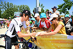 Geraint Thomas (WAL) Team Sky with fans at sign on before the start of Stage 2 of the 2018 Tour de France running 182.5km from Mouilleron-Saint-Germain to La Roche-sur-Yon, France. 8th July 2018. <br /> Picture: ASO/Alex Broadway | Cyclefile<br /> All photos usage must carry mandatory copyright credit (&copy; Cyclefile | ASO/Alex Broadway)