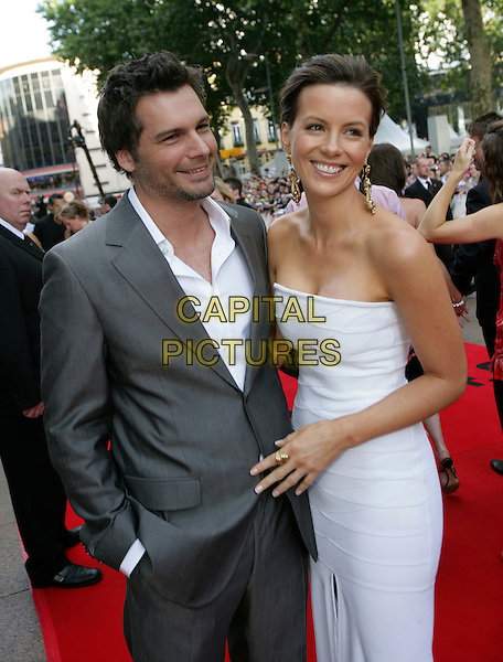 LEN WISEMAN & KATE BECKINSALE.Die Hard 4.0 premiere .at Empire cinema, Leicester Square, London.CAP/CAM.ŠAndre Camara/Capital Pictures