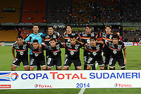MEDELLIN- COLOMBIA - 10-09-2014: Formacion del equipo General Diaz de Paraguay antes de su encuentro con  el Atletico Nacional de Colombia , partido de ida de la segunda fase, llave16, de la Copa Total Suramericana entre Atletico Nacional de Colombia y General Diaz de Paraguay en el estadio Atanasio Girardot del ciudad de Medellin.  / Team of General Diaz of Paraguay  before match against  Atletico Nacional de Colombia  match for the first leg of the second phase, key16, between Atletico Nacional de Colombia y General Diaz de Paraguay of the Copa Total Suramericana in the Atanasio Girardot stadium, in Medellin city. Photo: VizzorImage / Luis Rios / Str.