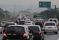 Movement of vehicles on the Airton Senna Highway, on the east of the state capital, late on Friday (21). Many people are leaving the city for the holiday season.PHOTO: Luiz Guarnieri/ Brazil Photo Press.