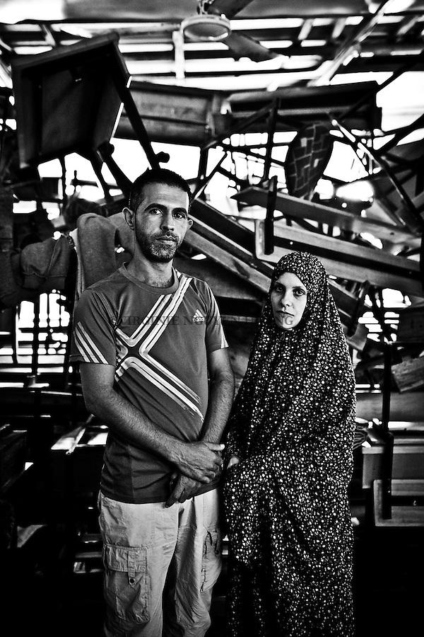 Gaza, Beach Camp: Shadi Mohammed Alsabagh et sa femme Shadia vivent dans une &eacute;cole de l'UNRWA situ&eacute;e dans Beach Camp. Leur maison a Beit Laya a &eacute;t&eacute; d&eacute;truite le premier jour de la guerre de l'&eacute;t&eacute; dernier. Ils se sont enfuis avec leurs 3 enfants une fois qu'ils ont entendu que la zone allait &ecirc;tre bombard&eacute;e. &Agrave; l'heure actuelle, ils n'ont pas d'argent pour acheter une nouvelle maison et ne savent pas combien de temps ils vont rester dans l'&eacute;cole. 22/10/2014<br /> <br /> Gaza,Beach Camp: Shadi Mohammed Alsabagh and his wife Shadia are living in an UNRWA school situated in Beach Camp. Their house is Beit Laya was destroyed on the first day of the war last summer. They escaped with their 3 children once they heard that the area will be bombed. Right now, they have no money to buy a new house and don't know how long they will stay in the school. 22/10/2014