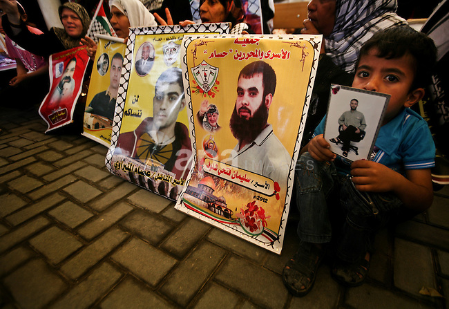 Relatives of Palestinian prisoners participate a protest at the Red Cross' offices in Gaza City to call for the release of Palestinian prisoners held in Israeli jails, on May. 28, 2012. Photo by Ali Jadallah