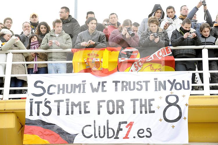 01.02.2011, Street Circuit. Jerez, ESP, Formel 1 Test 1 Valencia 2011,  im Bild  Michael Schumacher - Fans Foto: nph / Dieter Mathis< gemischt >