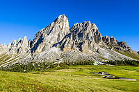 Italy, South Tyrol (Trentino - Alto Adige), Dolomites, near mountain pass Passo delle Erbe: Sass de Putia mountain and alpine pasture hut Munt de Fornella at Puez-Geisler Nature Park | Italien, Suedtirol (Trentino - Alto Adige), am Wuerzjoch: Peitlerkofel mit Almhuette Munt de Fornella auf dem Peitlerkofel-Rundweg im Naturpark Puez-Geisler