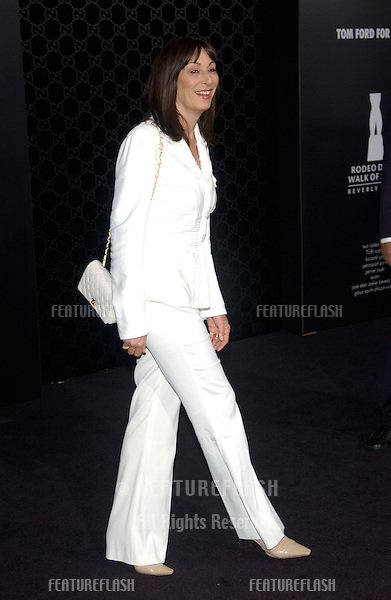 Actress ANJELICA HUSTON at the Rodeo Drive Walk of Style Gala honoring Gucci's Tom Ford..March 28, 2004