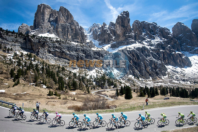 The peloton in the Dolomites during the Queen stage, Stage 14 of the 2016 Giro d'Italia, running 210km from Alpago (Farra) to Corvara (Alta Badia), Italy. 21st May 2016.<br /> Picture: ANSA/Claudio Peri | Newsfile<br /> <br /> <br /> All photos usage must carry mandatory copyright credit (&copy; Newsfile | ANSA/Claudio Peri)
