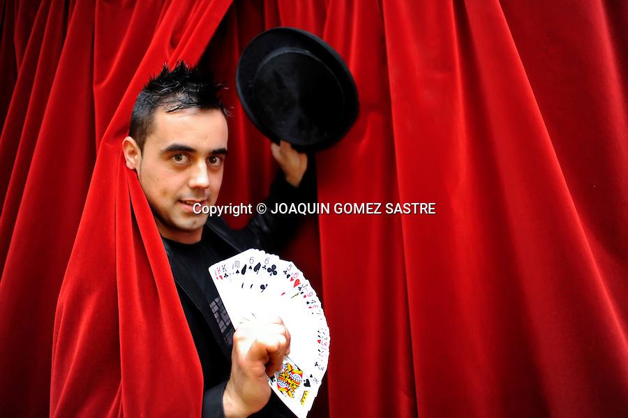 13 OCTUBRE 2009 SANTANDER.El mago Raul Alegria imparte unos cursos de magia para niños en El Cafe de las Artes..magia, cartas,.foto © JOAQUIN GOMEZ SASTRE