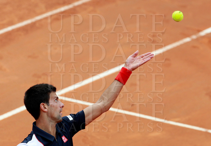 Il serbo Novak Djokovic al servizio durante la finale maschile degli Internazionali d'Italia di tennis a Roma, 18 maggio 2014.<br /> Serbia's Novak Djokovic serves the ball during the men's final match of the Italian open tennis tournament, in Rome, 18 May 2014.<br /> UPDATE IMAGES PRESS/Isabella Bonotto