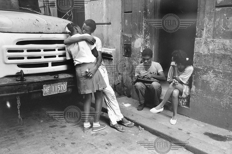 © Julio Etchart / Panos Pictures..Old Havana, CUBA..Young couple kissing on the street.