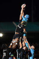James Scott of Worcester Warriors wins the ball at a lineout. Premiership Rugby Cup match, between Saracens and Worcester Warriors on November 11, 2018 at Allianz Park in London, England. Photo by: Patrick Khachfe / JMP
