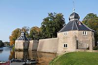 Nederland Breda  2015. Het Spanjaardsgat in Breda. Het Spanjaardsgat is een waterpoort die ligt tussen de Granaattoren en de Duiventoren van het Kasteel van Breda in het centrum van Breda. De waterpoort is alleen vanaf de buitenkant te zien. Het ligt bij de Haven.Het Spanjaardsgat symboliseert het gat dat de Spanjaarden in hun verdediging lieten vallen in 1590. Foto Berlinda van Dam / Hollandse Hoogte
