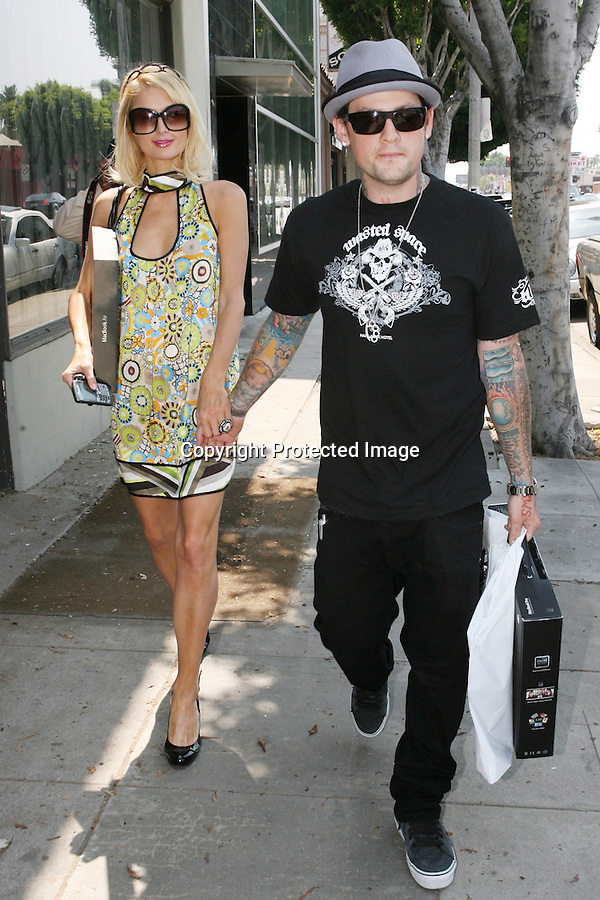 ABILITYFILMS@YAHOO.COM .805-427-3519.WWW.ABILITYFILMS.COM.6-24-08.BENJI MADDEN WITH PARIS HILTON  LEAVING THE STORE DCMA collective IN LOS ANGELES CALIFORNIA