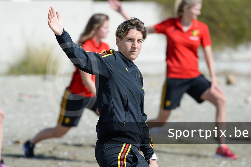 20180302 - LARNACA , CYPRUS :  Belgian Aline Zeler pictured during a Muscular warm up training session on the beach before a women's soccer game between The Belgian Red Flames and Spain , on friday 2 March 2018 on the CTO Beach in Larnaca , Cyprus . The game will be the second game in group B for Belgium during the Cyprus Womens Cup , a prestigious women soccer tournament as a preparation on the World Cup 2019 qualification duels. PHOTO SPORTPIX.BE | DAVID CATRY