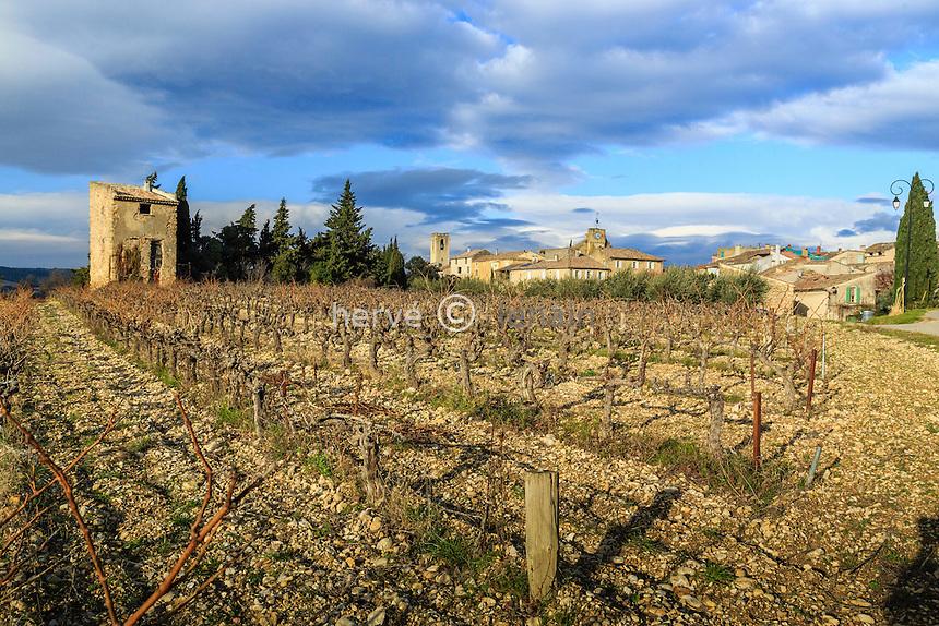 France, Vaucluse (84), Buisson, le village et le vignoble en hiver // France, Vaucluse, Buisson, the village and the vineyard in winter