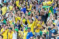 BELO HORIZONTE, MG, 26 JUNHO 2013 - COPA DAS CONFEDERACOES -  BRASIL X URUGUAI -  Torcedores da Seleção Brasileira  comemoram gol do brasil na partida contra o Uruguai, jogo válido pelas Semi-finais da competição, no Estadio Mineirao em Belo Horizonte, Minas Gerais nesta Quarta, 26 (FOTO: NEREU JR / PHOTOPRESS).