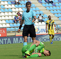 SANTA MARTA- COLOMBIA, 31-03-2019:Oscar Gómez Flórez referee central en el juego entre Unión Magdalena y Alianza Petrolera Acción de juego entre los equipos Unión Magdalena  y  Alianza Petrolera  durante partido por fecha 12 de la Liga Águila I 2019 jugado en el estadio Sierra Nevada de la ciudad de Santa Marta. / Central referee Oscar Gomez Florez during match Union Magdalena and Alianza Petrolera.Action game betwenn  Union Magdalena   and Alianza Petrolera   during match for the date 12 as part of the  Aguila League  I 2019 played at the Sierra Nevada Stadium in Santa Marta  city. Photo: VizzorImage /Gustavo Pacheco / Contribuidor