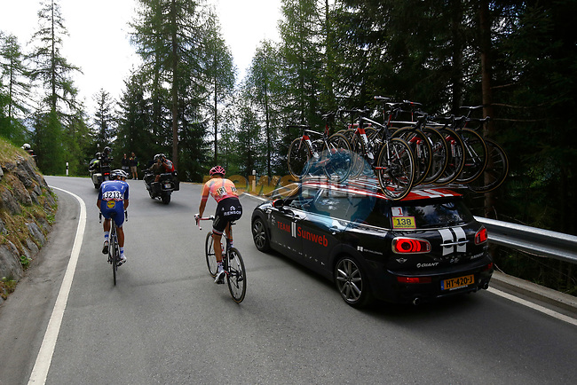 Maglia Rosa Tom Dumoulin (NED) Team Sunweb sees his race lead slip away on the slopes of the Umbrail Pass the final climb after having to stop for a toilet break during Stage 16 of the 100th edition of the Giro d'Italia 2017, running 222km from Rovetta to Bormio, Italy. 23rd May 2017.<br /> Picture: LaPresse/Luca Bettini/BettiniPhoto | Cyclefile<br /> <br /> <br /> All photos usage must carry mandatory copyright credit (&copy; Cyclefile | LaPresse/Luca Bettini/BettiniPhoto)