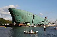 Amsterdam-  Nemo Wetenschapsmuseum aan het Oosterdok