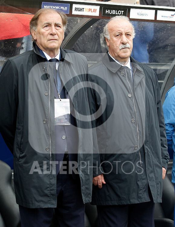 Spain's coach Vicente del Bosque (r) and his second Toni Grande during friendly match. June 1,2016.(ALTERPHOTOS/Acero)