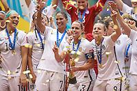 VANCOUVER, CANADÁ, 05.07.2015 - EUA-JAPÃO - Christie Rampone (ao centro) dos Estados Unidos durante partida contra o Japão jogo válido pela final da Copa do Mundo de Futebol Feminino no Estádio BC Place em Vancouver  no Canadá neste domingo, 05. (Foto: William Volcov/Brazil Photo Press)