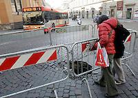 Una voragine in Via di IV Novembre a Roma, 26 febbraio 2009..UPDATE IMAGES PRESS/Riccardo De Luca