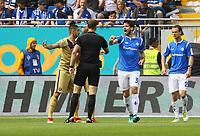 Romain Bregerie (SV Darmstadt 98) erklaert, dass er den Ball auf der Linie geklaert hat - 13.05.2018: SV Darmstadt 98 vs. FC Erzgebirge Aue, Stadion am Boellenfalltor, 34. Spieltag 2. Bundesliga