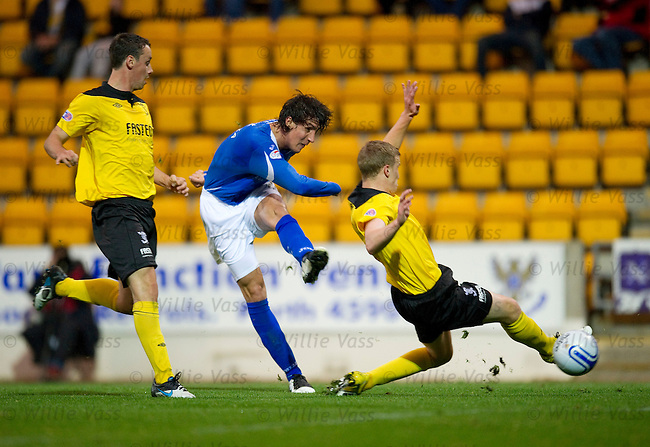 Francisco Sandaza scores goal no 3 for St Johnstone