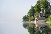 Austria; Styria; Styrian Salzkammergut; Ausseer Land, Goessl at Grundl Lake: autumn scene with early morning fog | Oesterreich, Steiermark, Steirisches Salzkammergut, Ausseer Land, Goessl am Grundlsee: Herbststimmung mit Morgennebel
