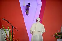 VILLAVICENCIO - COLOMBIA, 08-09-2017: El Papa Francisco hace un homenaje al Cristo negro de Bojayá durante la Oración por la Reconciliación Nacional en el parque Las malocas de Villavicecio. Allí compartió con las víctimas del conflicto armado en Colombia. El Papa Francisco realiza la visita apostólica a Colombia entre el 6 y el 11 de septiembre de 2017 llevando su mensaje de paz y reconciliación por 4 ciudades: Bogotá, Villavicencio, Medellín y Cartagena. /  Pope Francismakes a tribute to Black Christ of Bojaya during Prayer for the National Reconciliation at Las Malikas park in Villavicencio. There he shares with the victims of the war in Colombia Pope Francisco made the apostolic visit to Colombia between September 6 and 11, 2017, bringing his message of peace and reconciliation to 4 cities: Bogota, Villavicencio, Medellin and Cartagena. Photo: VizzorImage / Efrain Herrera - SIG