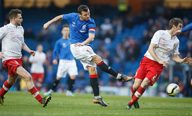 Lee McCulloch blasts in a shot
