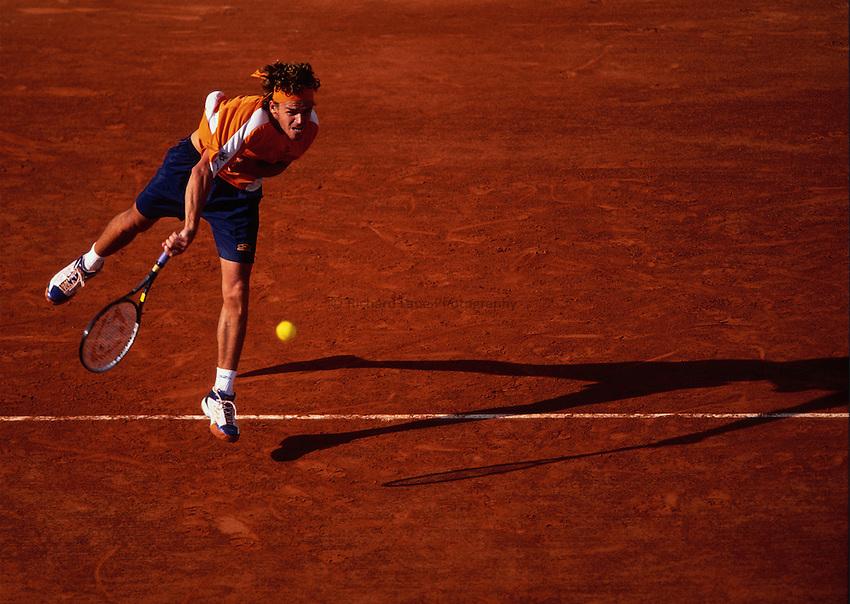 Photo. Richard Lane.Roland Garros French Open Tennis 2002. 29/05/2002.Gustavo Kuerten.