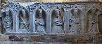 Ireland, County Kilkenny, Near Thomastown: Tomb carvings inside 12th century Cistercian Romanesque church | Irland, County Kilkenny, bei Thomastown: Grabschnitzereien innerhalb einer Zisterzienserkirche aus dem 12. Jahrhundert