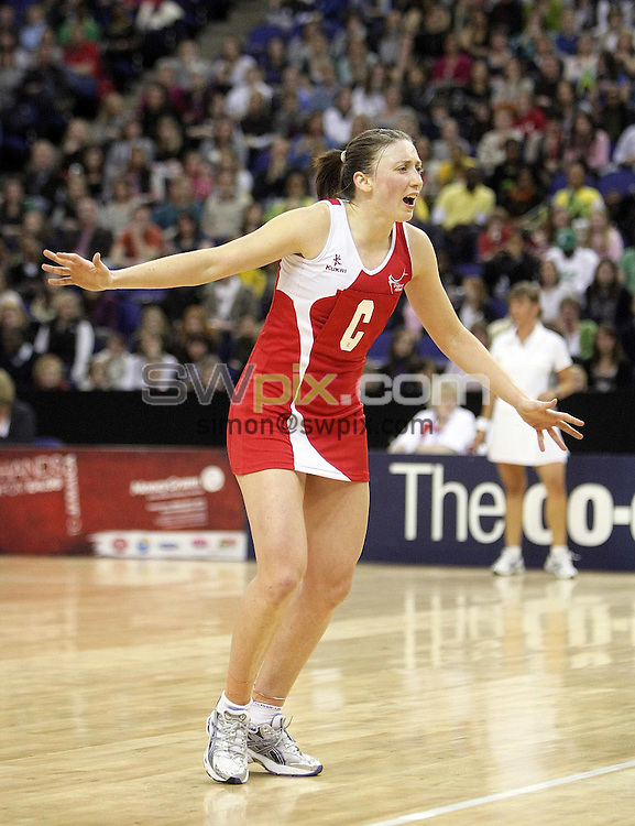 PICTURE BY BEN DUFFY/SWPIX.COM - Netball - The Co-Operative International Series - England v Jamaica, First Test - O2 Arena, London, England - 22/02/09...Copyright - Simon Wilkinson - 07811267706...England's Jade Clarke.