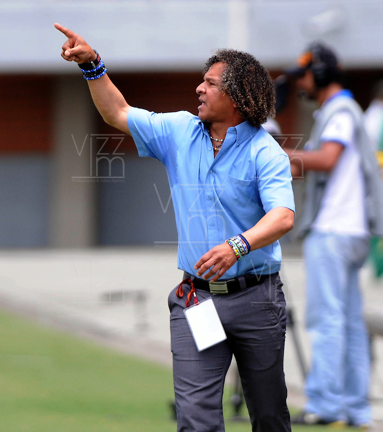 MEDELLIN-COLOMBIA- 01 -09-2013.Gamero director técnico  del Chico FC en accion durante el  juego correspondiente al partido entre el Envigado FC contra el Chico FC ,  partido de  la octava  fecha de la  Liga Postobón segundo semestre disputado en el estadio Polideportivo Sur    / Gamero coach Chico FC in action during the game for the match between Envigado FC against Chico FC, match of the eighth day of the second semester Postobon League match at the Stadium Sports South. Photo: VizzorImage / Luis Rios  / Stringer