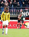 Nederland, Nijmegen, 3 februari 2013.Eredivisie .Seizoen 2012-2013.N.E.C.-Vitesse.Remy Amieux (m.) van N.E.C. omhelst Michel Breuer (r.) van N.E.C. nadat hij de 1-0 heeft gescoord. Links Renato Ibarra van Vitesse.