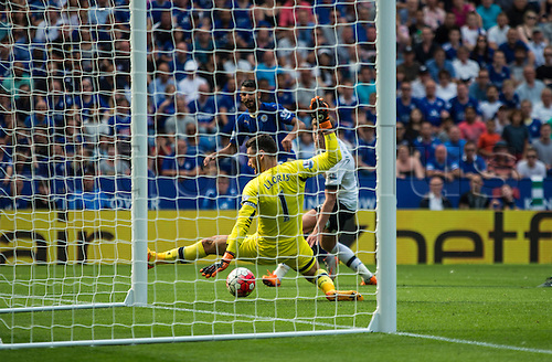 22.08.2015. Leicester, England. Barclays Premier League. Leicester City versus Tottenham Hotspur. Hugo Lloris of Tottenham Hotspur watches the shot by Riyad Mahrez of Leicester City as it hits the post.