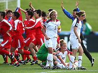 Dejected USA players Amber Brookes (L), Kristie Mewis and Vicki DiMartino (R). USA v Korea Republic. FIFA U-17 Women's World Cup Final. North Harbour Stadium, Auckland, Sunday 16 October 2008. Photo: Simon Watts/PHOTOSPORT