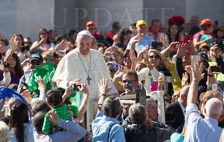 Pope Francis greets the faithful as he leaves at the end of a canonization ceremony in St. Peter's Square at the Vatican, October 15, 2017. The pontiff canonized Italian Capuchin priest  Angelo of Acri, Spanish priest Faustino Miguez, the Child Martyrs of Tlaxcala, (Mexico) Cristobal, Antonio and Juan, and the Martyrs of Natal, Jesuit priest Andre de Soveral, diocesan priest Ambrosio Francisco Ferro, layman Mateus Moreira and 27 others, killed in 1645 in an anti-Catholic persecution carried out by Dutch Calvinists in Natal, Brazil. <br /> UPDATE IMAGES PRESS/Riccardo De Luca<br /> <br /> STRICTLY ONLY FOR EDITORIAL USE