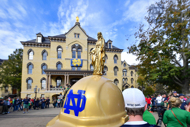 October 21, 2017; Fans visit the Main Building before a football game. (Photo by Matt Cashore/University of Notre Dame)