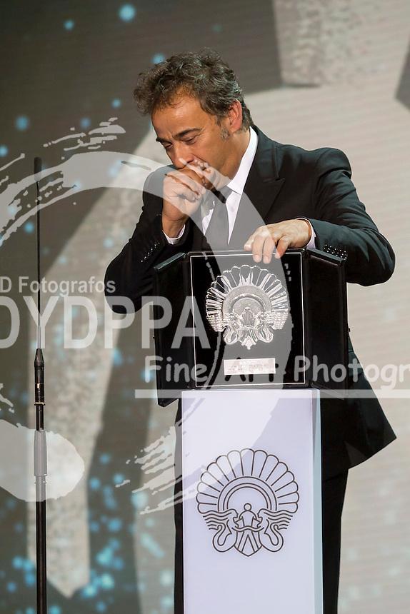 Eduard Fernandez poses