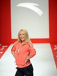 TENIS, KOSARKA, BEOGRAD, 02. Nov. 2010. - Pevacica Ana Stajdohar. Promocija renomiranog brenda sportske odece i obuce 'Anta'. Promocija je odrzana u u prostorijama 'Grand Kazina' uz prisustvo poznate teniserke Jelene Jankovic, kosarkasa Crvene zvezde i drugih javnih licnosti.  Foto: Nenad Negovanovic