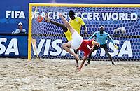 RAVENNA, ITALIA, 08 DE SETEMBRO DE 2011 - COPA DO MUNDO DE BEACH SOCCER - <br /> <br /> PORTUGAL X SENEGAL-  Libasse Diagne jogador do Senegal amarelo durante de partida contra capitão Madjera Portugal, válida <br /> <br /> pelas quartas de final da Copa do Mundo de Beach Soccer, no Estádio Del Mare, em <br /> <br /> Ravenna, Itália, nesta quinta-feira (8). FOTO: VANESSA CARVALHO - NEWS FREE