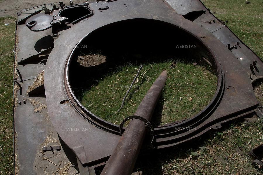 """AFGHANISTAN - VALLEE DU PANJSHIR - 18 aout 2009 : Carcasse de char pris aux russes par les Moudjahidin du Commandant Massoud lors de leurs assauts pendant la guerre d'Afghanistan de 1979 - 1989 sur les bords de la riviere du Panjshir..La photographie appartient a la serie """"Il etait une fois l'Empire Russe"""". ..AFGHANISTAN - PANJSHIR VALLEY - August 18th, 2009 : Remnants of Russian tank seized by Commander Massoud's mujahideen during the Afghan war of 1979-1989 lie abandonded in the Panjshir River..The photograph is part of the series """"Once Upon a Time, the Russian Empire."""""""