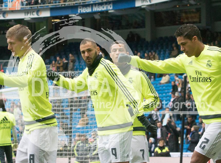 Real Madrid's French forward Karim Benzema and teammates warming