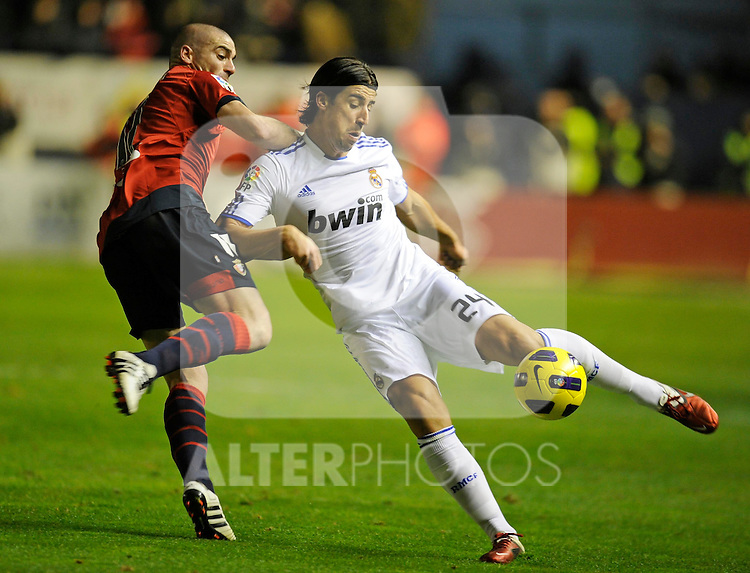 Spanish league match Osasuna vs Real Madrid. Pandiani and Sami Khedira. ..Photo : Ricardo Ordonez / ALFAQUI.